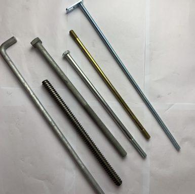 Śruby lub wkręty o zwiększonej długości